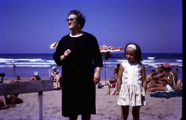 En 1970, cuando e hizo esta foto, ya había surfistas por todo el Cantábrico. Foto: José Mari Zulaica.