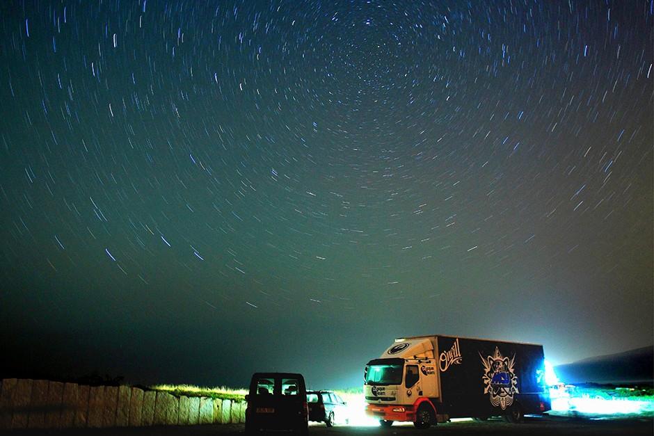 La base de operaciones de Axi es un hotel con todas las estrellas. Un camión equipado con todo lo que necesita él y su equipo. Foto: Eric Chauche