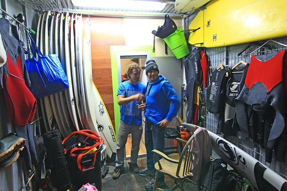 Axi-Muniain y Jerome Sahyoun. Compañeros de fatigas y muchas olas. Foto: Greg Rabejac
