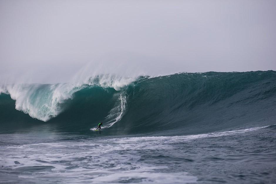 Nic Von Rupp está donde están las olas más potentes del mundo. Foto: Bastien Bonnarme