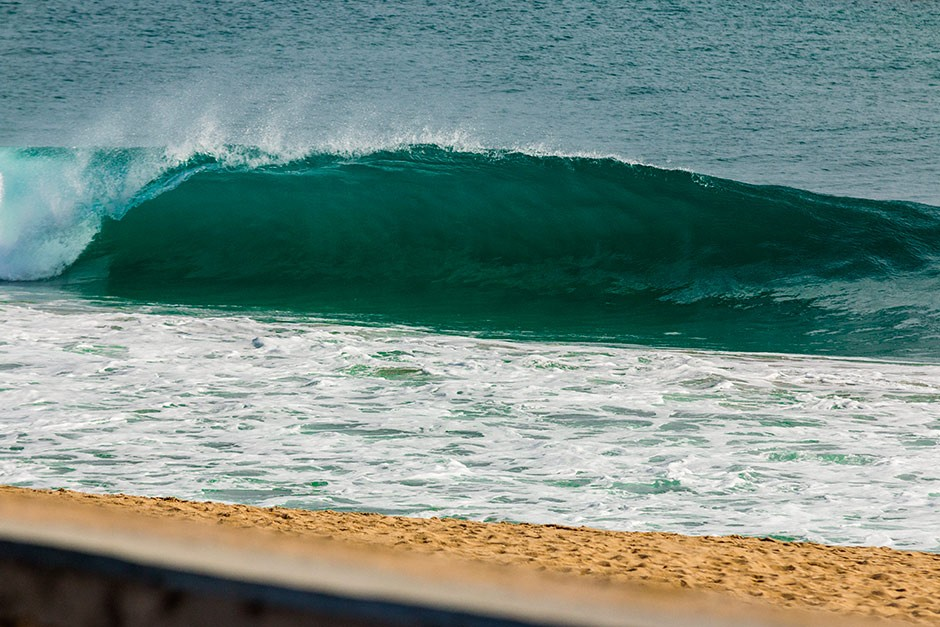 Una que se va sola frente al hospital de mar. Foto: Frank Mc-Photography