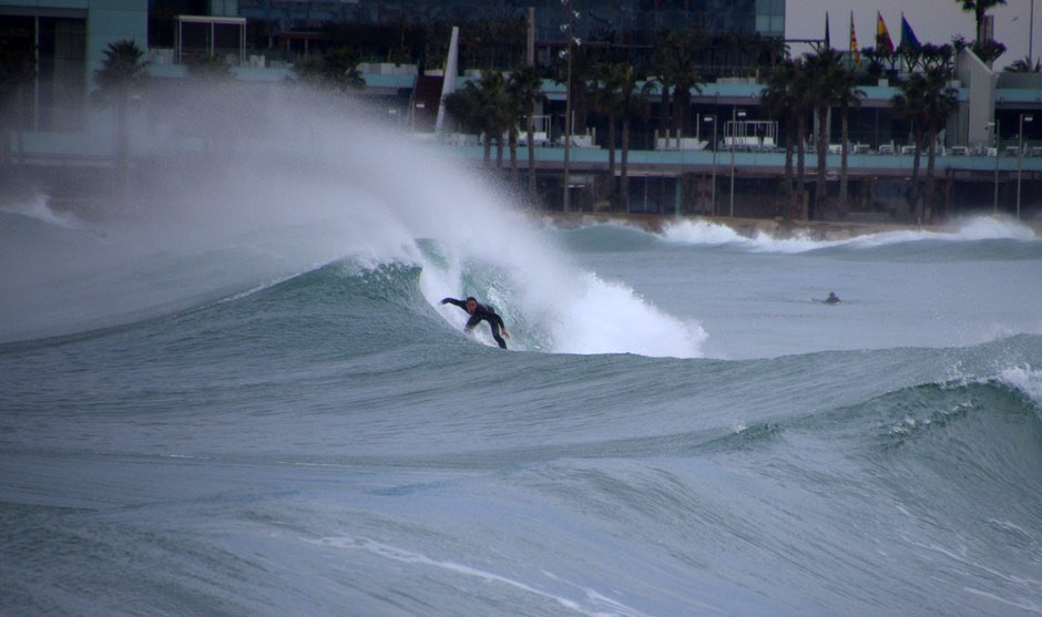 Desconocido tratando de cubrirse de agua y de gloria. Foto: Fabien Fabre