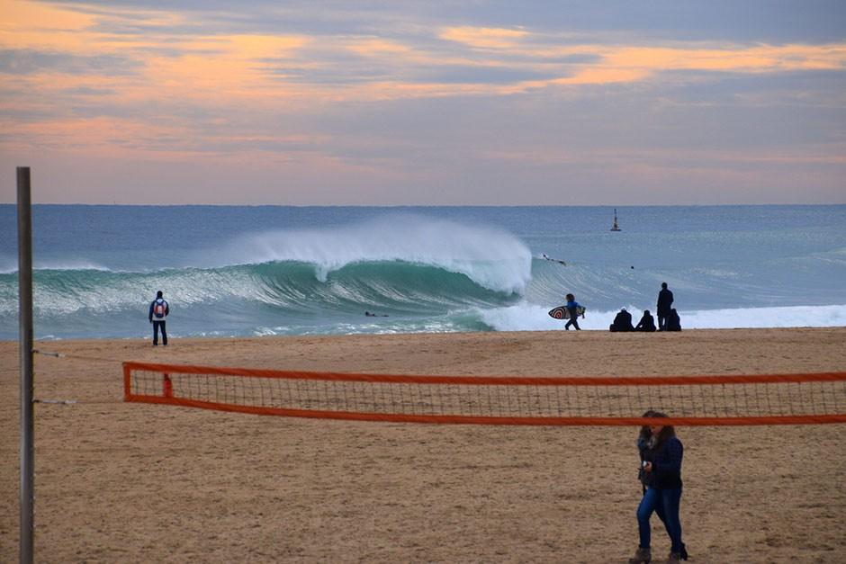 Si fuese siempre así, BCN sería la capital europea del surfing. Foto: Fabien Fabre