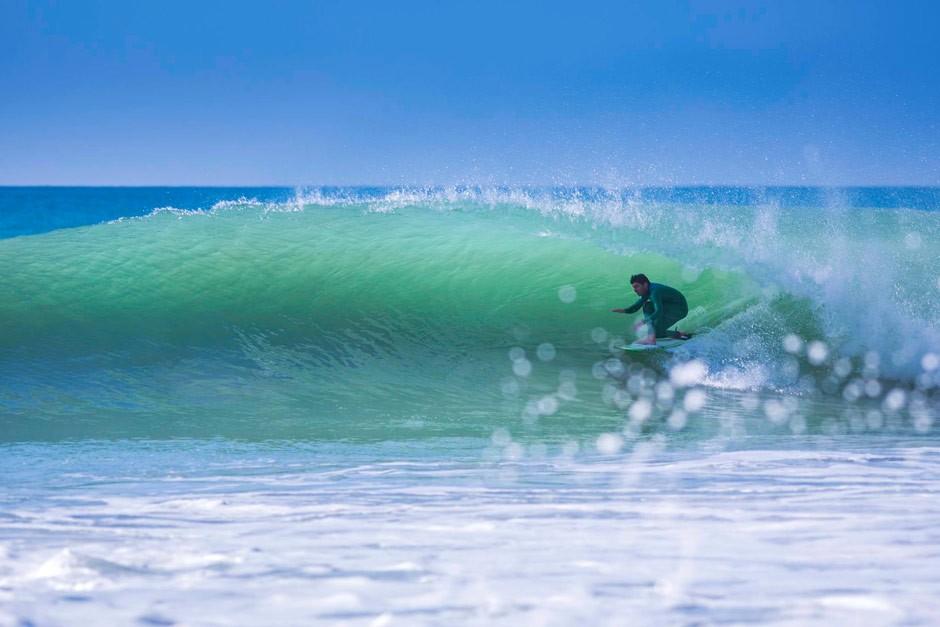 Carlos Brage estaba super motivado para este swell. Foto: Jim Kenen