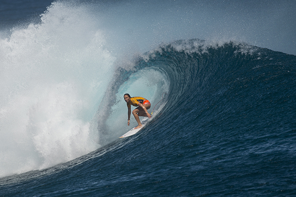 Carissa Moore enjoying great waves at in Heat 3