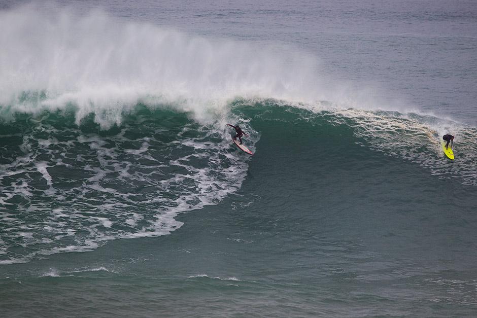 Hoy mismo compartiendo ola con Indar Unanue en Playa Gris. Foto: pacotwo
