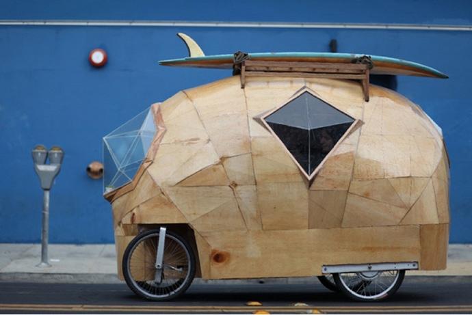 Jay Nelson y su vehículo surfero
