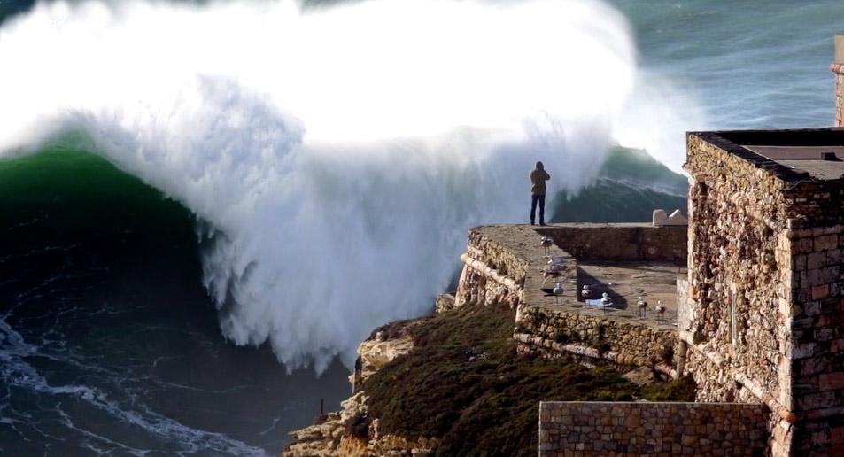 nazare-big-waves