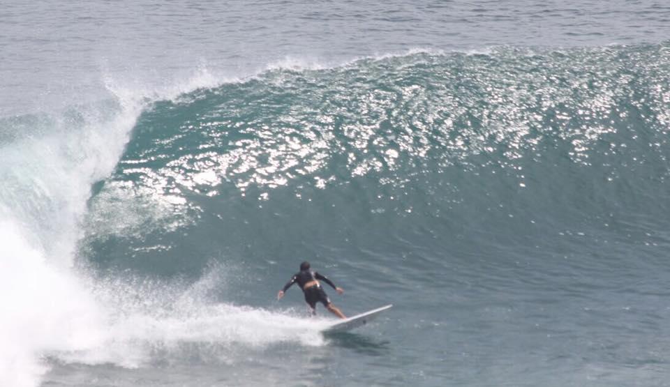 Víctor Moyano. Surfing en Uluwatu.