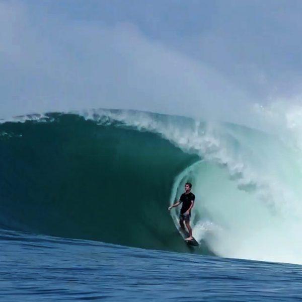 josh-kerr-mentawai-surf
