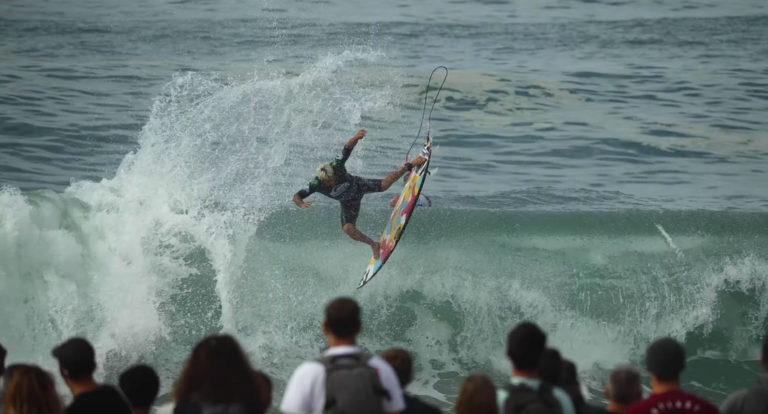 Italo Ferreira surf
