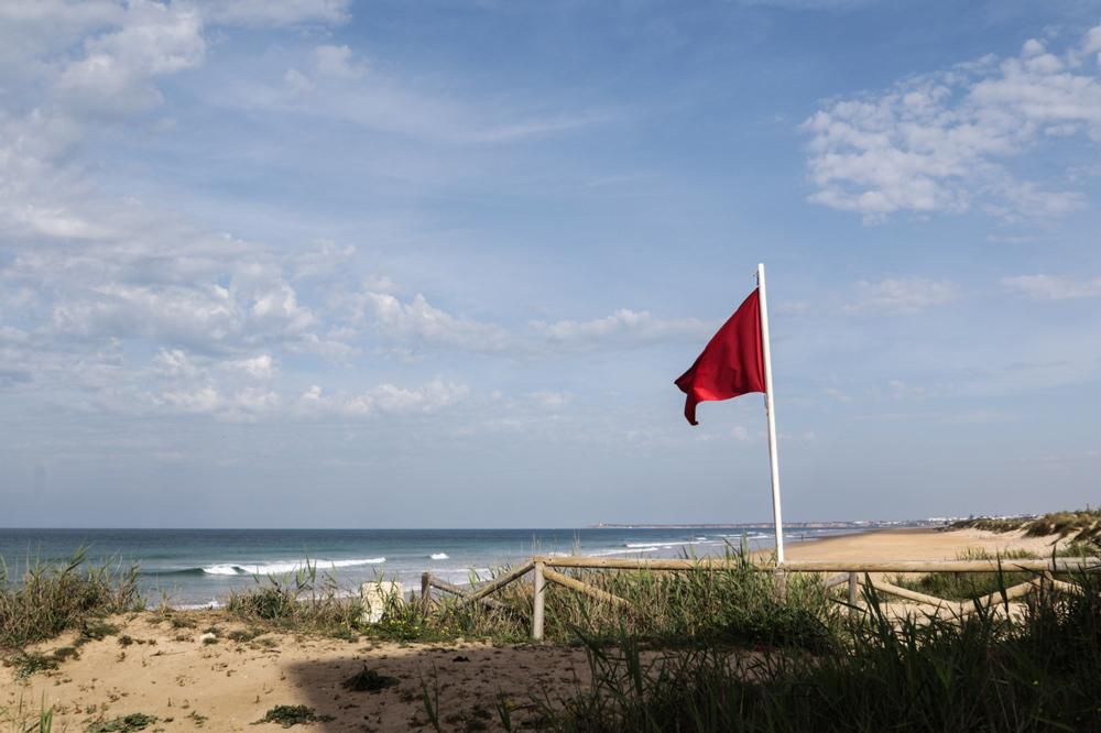 Bandera roja en El Palmar. Foto @cokoif