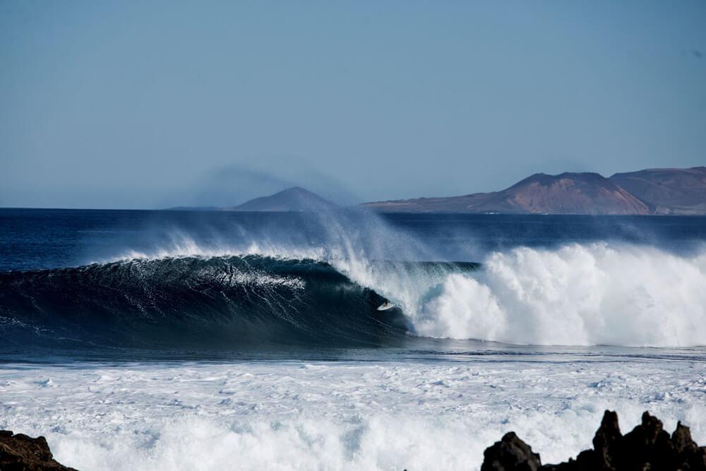 Uno de esos baños increíbles que nos dimos en Canarias en la semana del campeonato. Teníamos la suerte de tener esta ola al lado de casa y surfearla solos.