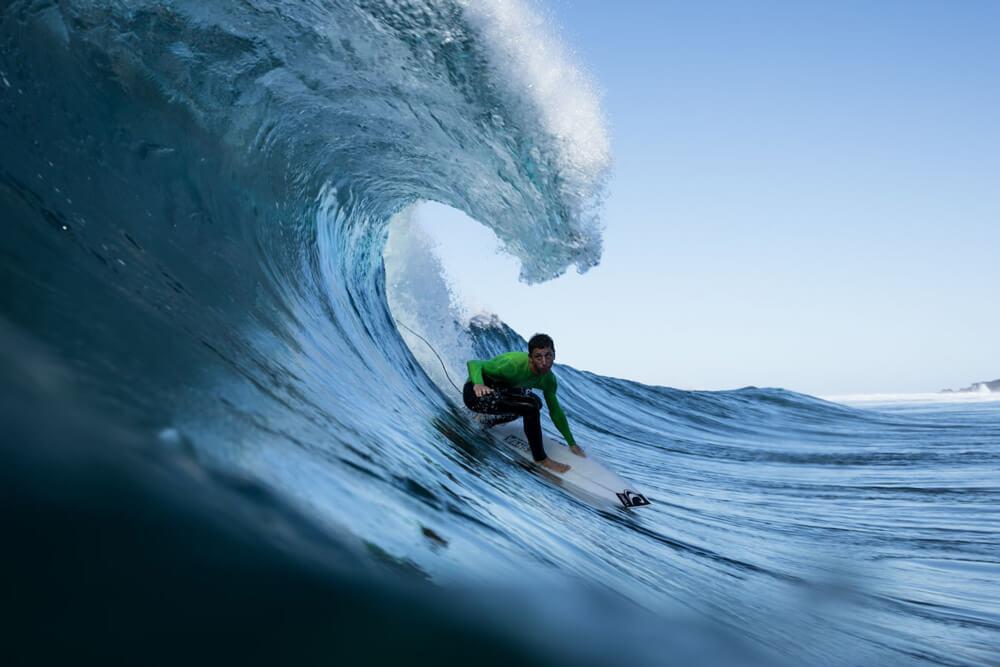 Miguel Castrilon preparándose para meterse en un tubo perfecto por Canarias.